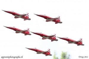 Sion Air Show 2011, la patrouille suisse en passage à basse altitude