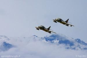 Deux Hunters des forces aériennes suisse lors du Sion Airshow 2011