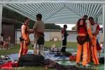 Des parachutistes se préparent pour leur futur saut dans le ciel d'Yverdon
