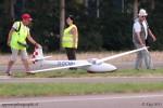 Préparatifs de décollage d'un planeur modèle réduit