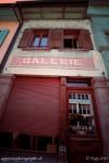 Une façade le long de la rue du château