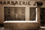 Une fontaine le long de la rue du château de Romont
