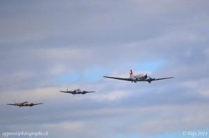 Le Douglas DC3 en formation avec les deux Beechcrafts