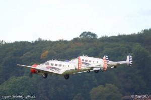Les deux beechcrafts modèle 18s au décollage