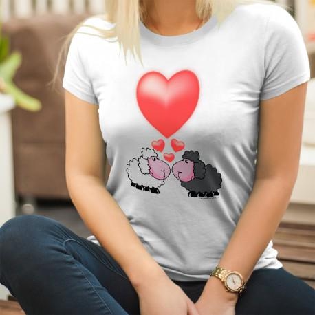 Romantisches Modedame t-shirt - Schafe in der Liebe und großes rotes Herz