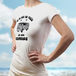 """T-Shirt dame humoristique - Vintage Flower Power (bus VW Combi, fleurs hippies et """"Je ne suis pas vieille, je suis Vintage"""")"""