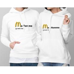 Pull-over blanc à capuche humoristique pour couple DUOPACK - I'm lovin him, her - comme les Hamburgers frites du fastfood