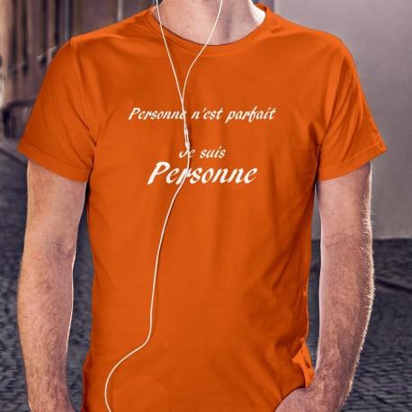 """T-shirt humoristique 100% coton illustré de la citation """"Personne n'est parfait, Je suis Personne"""". Car vous êtes parfait !"""