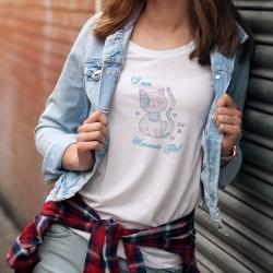 Frauenmode T-shirt - I am a Kawaii Girl (Ich bin ein schönes Mädchen), mit einer Katze im Stil der Kawaii-Kultur