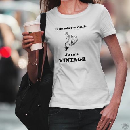 """T-Shirt femme - Vintage Vespa, scooter italien de légende et citation humoristique """"Je ne suis pas vieille, je suis Vintage"""""""