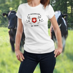 T-Shirt femme - In Switzerland we Trust (nous croyons en la Suisse) deux vaches Holstein entourant le blason de la Suisse