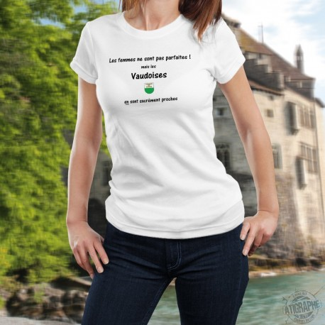 Women's slinky T-Shirt - La femme Vaudoise presque parfaite