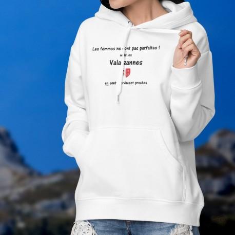 Les femmes ne sont pas parfaites ! mais les Valaisannes en sont sacrément proches ❤ Pull à capuche mode dame écusson du Valais
