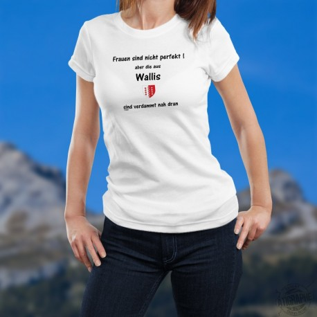 Frauen sind nicht perfekt aber die aus Wallis sind verdammt nah dran ★ Walliser Wappen ★ Damen T-shirt