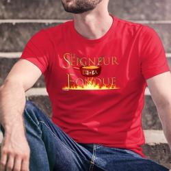 Le Seigneur de la Fondue ★ T-Shirt coton humoristique homme avec un caquelon orné de 2 vaches holstein entourant la croix suisse