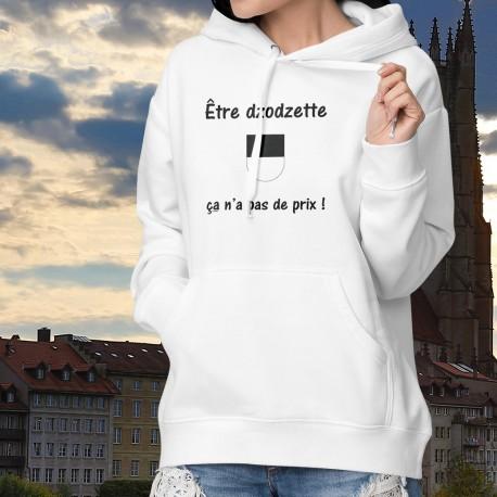 Etre dzodzette ★ ça n'a pas de prix ! ★ Pull à capuche dame avec l'écusson fribourgeois et inspirée de la publicité Mastercard