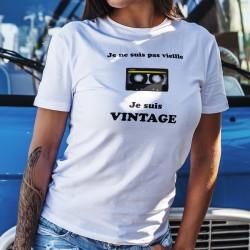 Vintage Cassette audio ⏪⏸⏵⏹ Je ne suis pas vieille ⏩ Donna umoristica T-Shirt