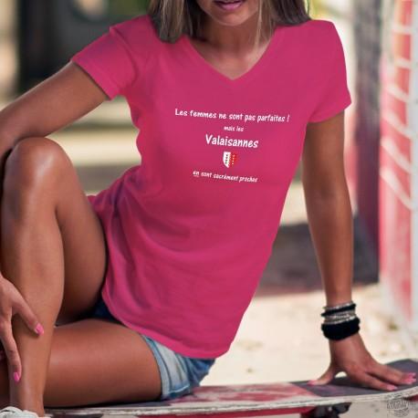 Valaisanne ❤ la femme presque parfaite ❤ T-Shirt coton dame illustré du drapeau valaisan