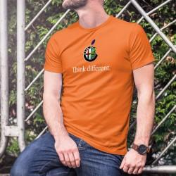 Alfa Romeo Think different ★ penser différemment ★ T-Shirt coton homme le logo de Alfa Romeo inspiré d'une marque de smartphones