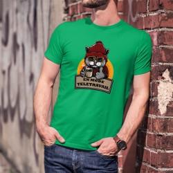 En mode télétravail ★ Chat hipster ★ T-Shirt coton homme, chemise à carreaux, bonnet, lunettes de soleil, tasse de café