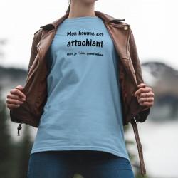 Mon homme est attachiant, mais je l'aime quand même ★ T-Shirt humoristique décontracté dame