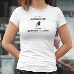 Je déballe le chocolat aussi vite que possible ❤ Frauen T-shirt