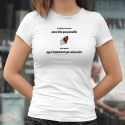 Je déballe le chocolat aussi vite que possible et le savoure aussi lentement que nécessaire ❤ T-Shirt mode femme