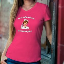 Être infirmière, ça n'a pas de prix ✿ POP ART ✿ T-Shirt coton dame, infirmière tenant une seringue inspirée de la pub Mastercard