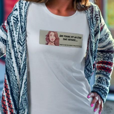 Une femme est un être sans défense ★ Pop Art Girl ★ Women's fashion T-Shirt