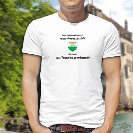 Un bon vaudois remplit son verre aussi vite que possible et le déguste aussi lentement que nécessaire ✚ T-Shirt homme