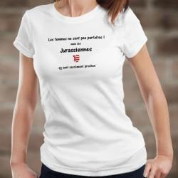Les femmes ne sont pas parfaites ! mais les Jurassiennes en sont sacrément proches ★ écusson Jura ★ T-shirt humoristique dame