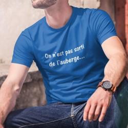"""On n'est pas sorti de l'auberge ✪ T-Shirt humoristique coton homme, à traduire par """"les ennuis ne sont pas terminés"""""""