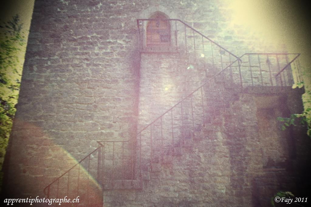 Lomographie des escaliers de la tour de la Molière