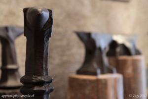 Exposition temporaire d'enclumes du musée du fer