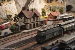 """La gare de Oechsenhausen avec une RE 460 de la BLS sur la deuxième maquette """"H0"""""""