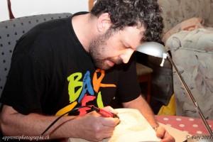 Ferwal, le magicien pyrograveur à l'oeuvre