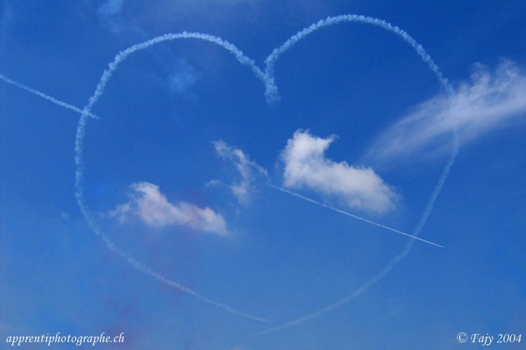 Un coeur dans le ciel de Payerne, lors du meeting aérien AIR04