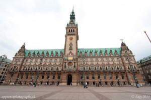 Le bâtiment du parlement de Hambourg avant la correction de perspective