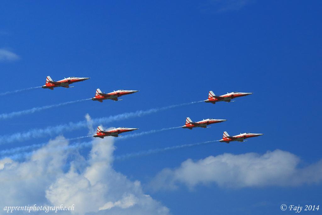 La Patrouille Suisse entamant son show à AIR14