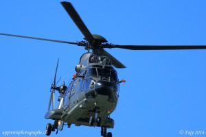 Une prouesse en Super Puma - un pilote à besoin de ces deux mains pour piloter un tel engin